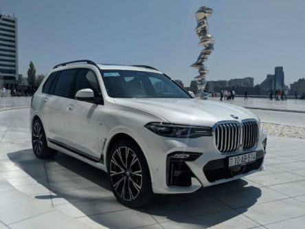 2019 BMW X7 Spotted In Pune, Ahead Of Launch